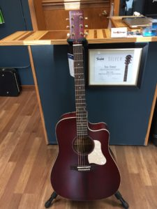 New Art & Lutherie Americana Tennessee Red CW QIT
